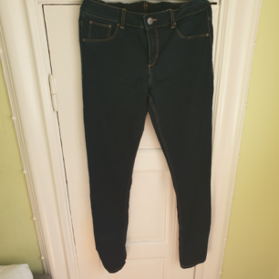 Mörkblå jeans