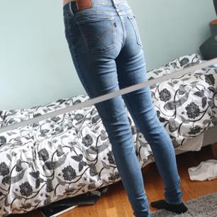 Mörkblå skinny jeans