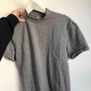 Jättefin unisex T-shirt från H&M! Är en stor small :)