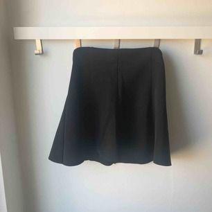 Svart kjol, barnstorlek , nästan oanvänd