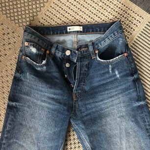 Raka fina jeans från Gina tricot som tyvärr är för små för mig :/