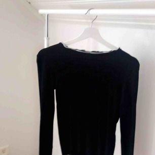 Säljer en tröja från zara i storlek M. Tröjan är i gott skick. Frakten är mellan 10-30kr