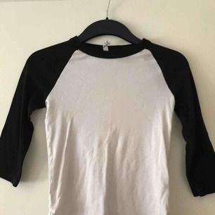 Snygg tröja från H&M. Köpren står för frakt.