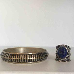 Paketpris 100kr, vill du köpa en av varorna enbart går det bra! ✨  Ringen har en Lapis lazuli sten (halvädelsten) samt silverpläterad ring. Armbandet hittar jag ingen silverstämpel på.