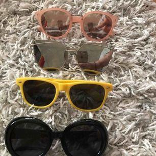 Olika solglasögon, 1 par för 30kr eller 5 par för 50kr.