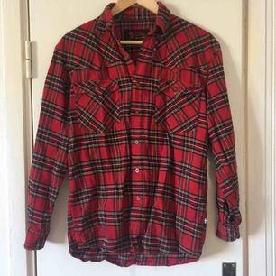 Mysig skjorta från Fjällräven. Rymlig i storleken.