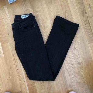 Flared jeans från crocker! välanvända därav billiga!Tyvärr för små för mig :(