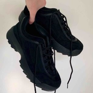 77e7c80e78e aldrig använda (endast provade) svarta chunky sneakers från krush 👟 säljer  pga för stora