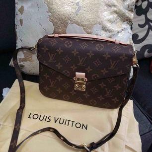 Bästa kopian, Lv väska i äkta skinn, super kvalite !! För fler frågor skriv till min instagram @ luxuryfashion166