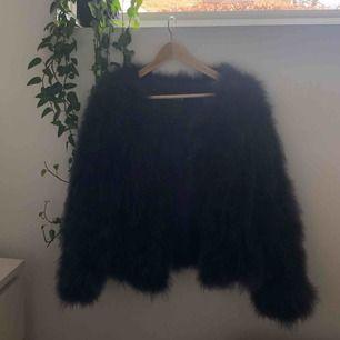 Säljer min päls från Ella Copenhagen, använd 1-2 gånger jag säljer den eftersom den inte passar! Den är inköpt för ungefär 1500! Jag möts upp i Malmö! Frakten ingår inte i priset💖