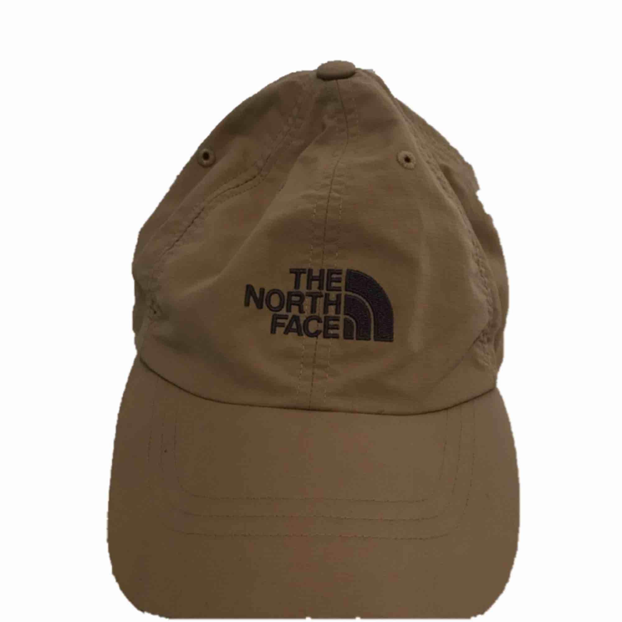 TNF keps 200kr bra skick köpt för 599kr. Accessoarer.
