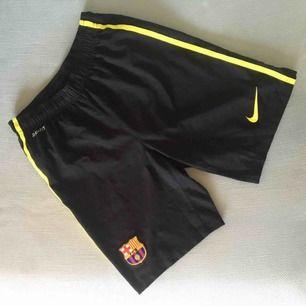 FC Barcelona matchshorts.  Storlek small, men små i storleken så passade inte riktigt mig. Använda endast ett par ggr.