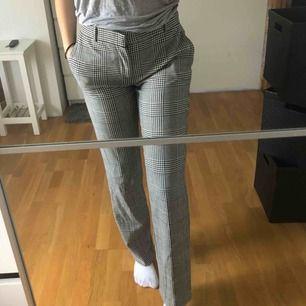 Sjuuukt snygga kostymbyxor från Zara som är köpta här på plick, behöver tyvärr sälja dessa då de var alldeles för stora för mig <3