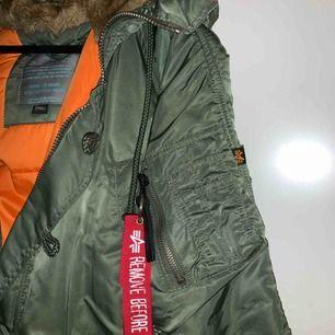 Vinter jacka från alpha industries, köpt för 1400kr. Använd ca 1 vinter. Men i väldigt bra skick.