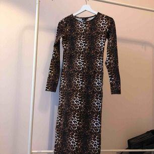 Lång tight leopard klänning från asos 🐆