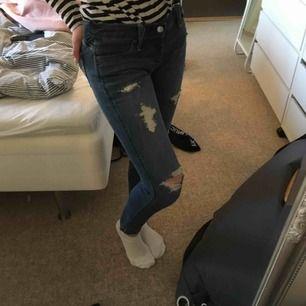 Boyfriend jeans på en XS men vanliga på en S Stretchiga, pris kan diskuteras Mötas upp i Göteborg eller fraktar om köparen står för de! Inga defekter och knappt använda