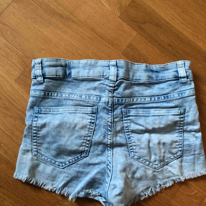 Shorts från h&m. Säljs pga för små, använda fåtal gånger.. Jeans & Byxor.