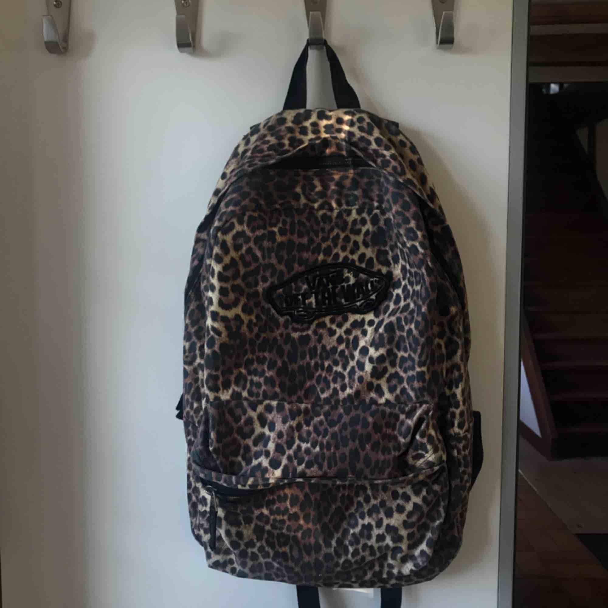 Nice och rymlig ryggsäck från vans. Köpare står för frakt! Kan även mötas upp!❤️. Väskor.
