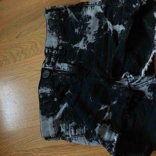 Shorts från dr denim, sitter riktigt skönt på men sälj pga har blivit en aning för små :(. Mycket fin skick och inte använda så mycket.