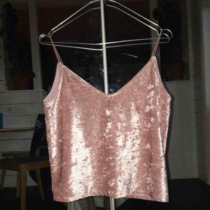 Fint rosa linne i sammet, aldrig använt. Frakt tillkommer:)