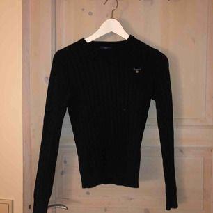 Äkta Gant tröja. Storlek XS men passar även någon med storlek S då den är väldigt stretching. Inte köpt nyligen men nästan helt oanvänd. Kostar 350 + frakt men pris kan diskuteras.