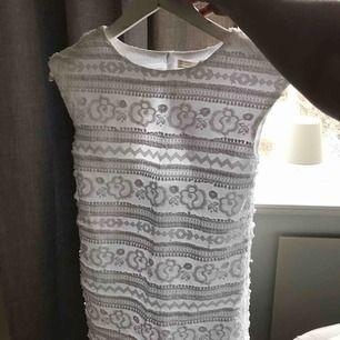Vit zara klänning!