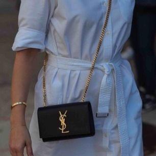 Söker endast äkta(!!) YSL kate small bag & denna typ av gucci bälte båda med guld detaljer (inte det vanliga GG) vill gärna ha med någon form av äktenhetsintyg/kvitto.
