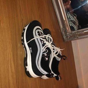Nike air max 97or, i princip oanvända använt max 2 gånger jätttefinaaaa  Kan mötas upp eller så betalar köpare frakt!!
