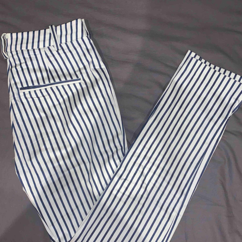 Snygga kostymbyxor som ger en ännu snyggare rumpa. Jeans & Byxor.