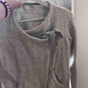 Super fin oddmolly tröja(: Frakten kan diskuteras mellan 10-30kr Tröjan är super fin och passar perfekt till vanliga sommarkvällar