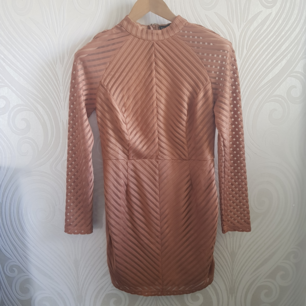 Super sexy dress, size M, in a pinky nude color. The arms are kinda see through (picture 2 and 3). Only used once! So classy 👌❤ Can meet up in Tcentralen or Täby.