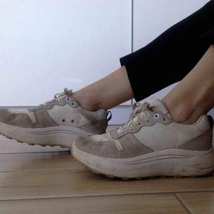 Megafina skor från Eytys! Inköpta på NKs rea vintern 2018! Något smutsiga men inget som man inte kan tvätta bort<3 Kan mötas, har swish!