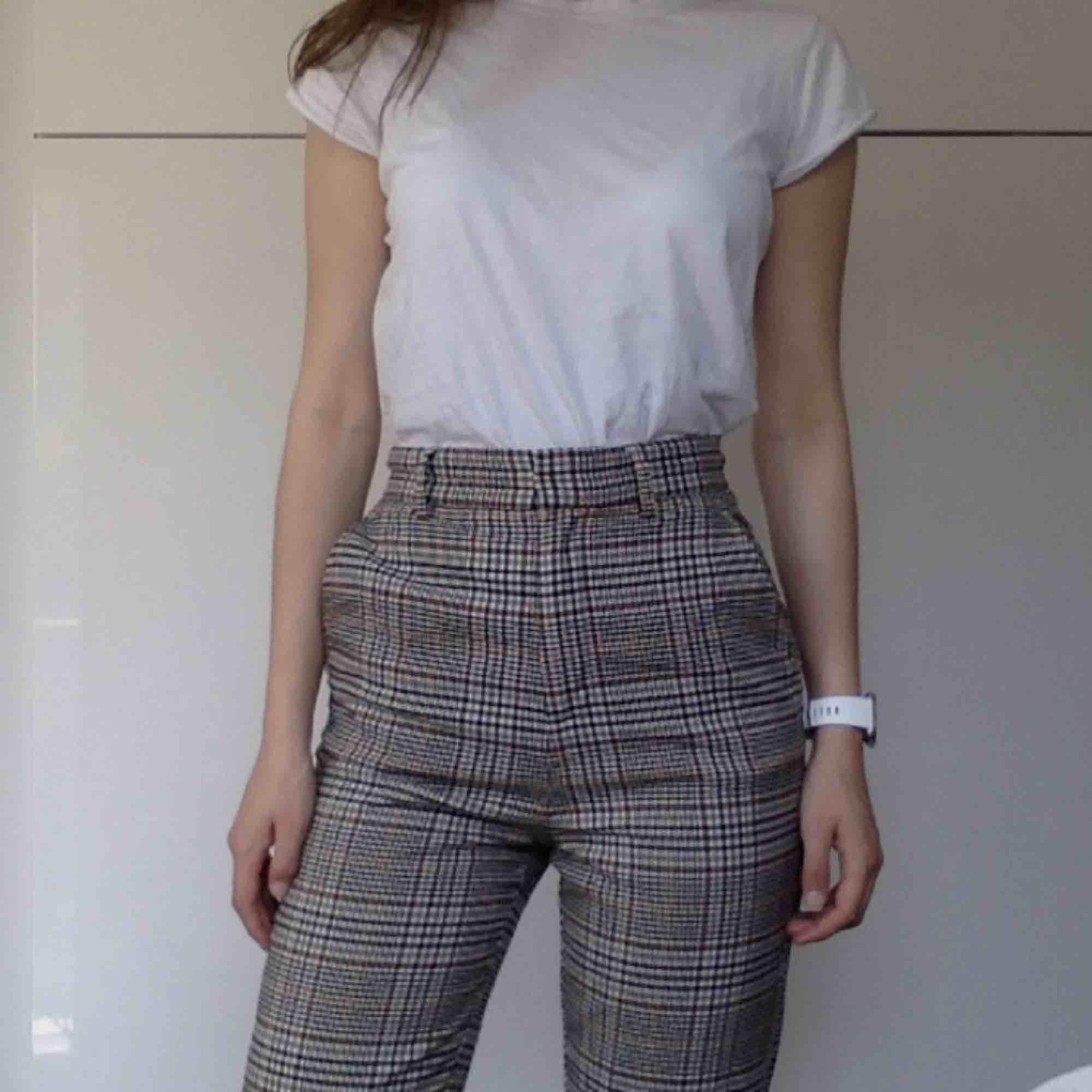 Fina rutiga byxor från HM! Kan mötas, har swish!. Jeans & Byxor.