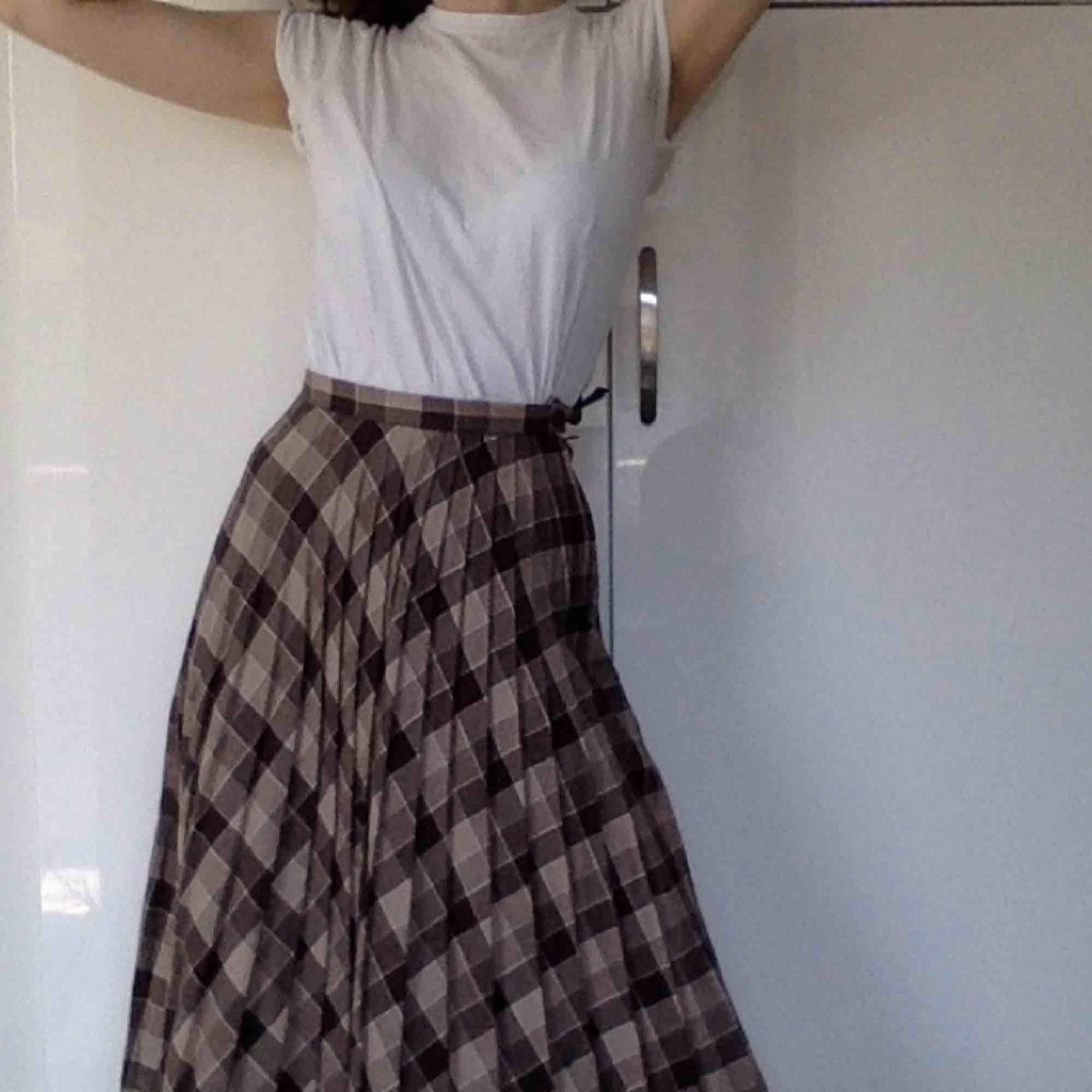 Underbar plisserad kjol! Köpt vintage på Judiths i Sthlm, i ull! . Kjolar.