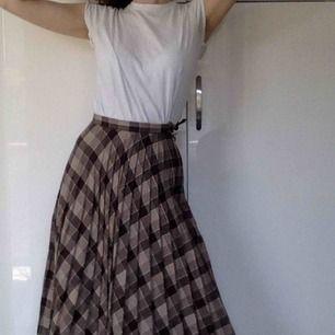 Underbar plisserad kjol! Köpt vintage på Judiths i Sthlm, i ull!