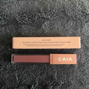 Helt nytt flytande läppstift från Caia Cosmetics i färgen Unique angel. ENDAST swatchad på armen. Superfin färg men missade tyvärr totalt att de var semi-matt och väljer därför att sälja det. Skulle aldrig sälja om det var använt i ansiktet. 💖