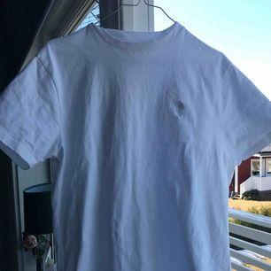 Oversized tröja från urban outfitters. Super fin och fräsch, använd en gång. Frakten går på 60kr , för bättre bilder skriv privat