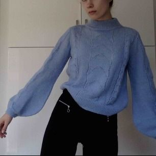 Megafin ljusblå (den är mer ljusblå irl) stickad tröja från HM! I mohair-mix! Kan mötas, har swish!