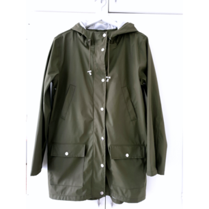 Cubus rain jacket, army green color. Haven't been used much, condition is new. Size S