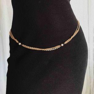 Guld kedja bälte med pärlor ✨ (kan även användas som halsband) 92cm lång. Frakt 9kr