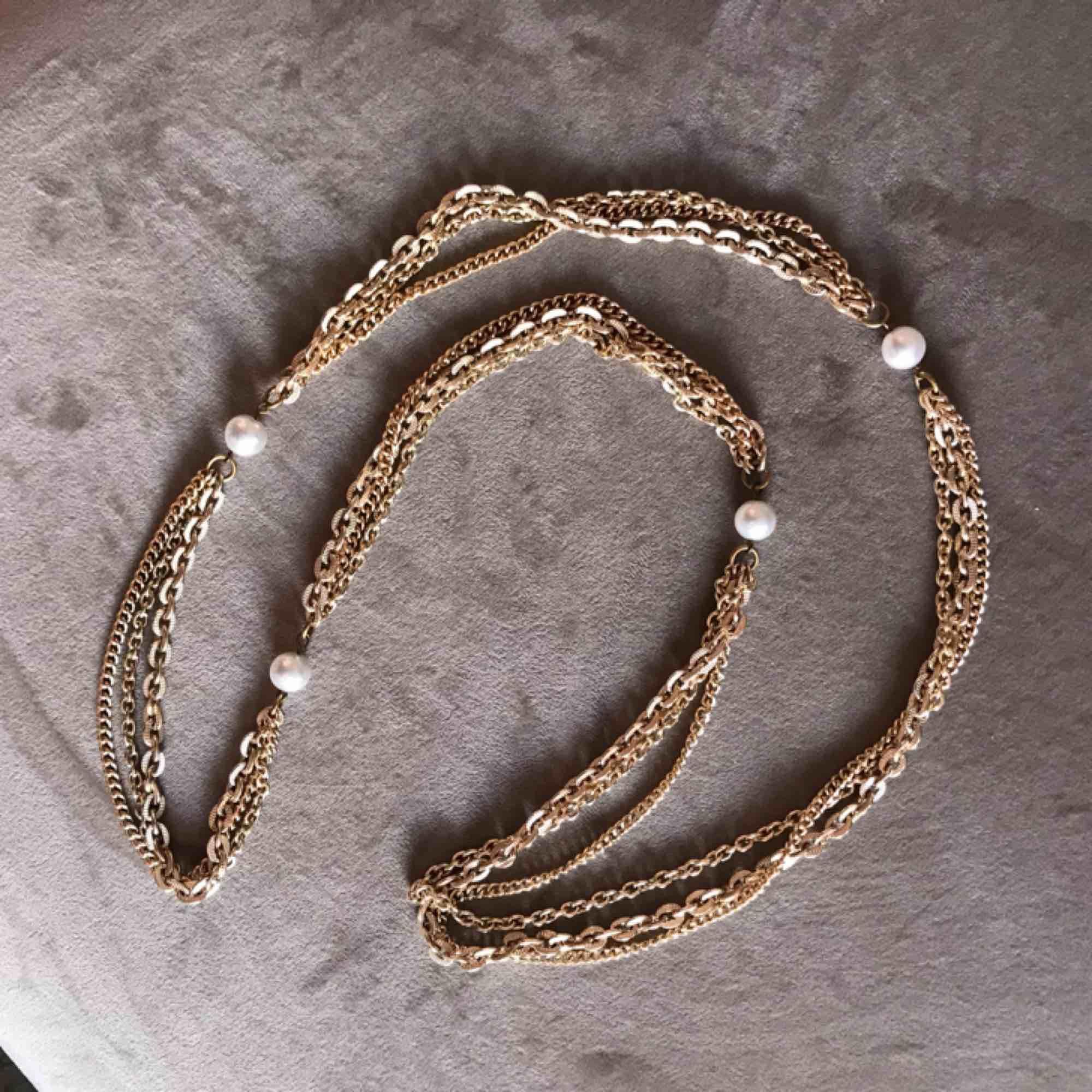 Guld kedja bälte med pärlor ✨ (kan även användas som halsband) 92cm lång. Frakt 9kr . Accessoarer.