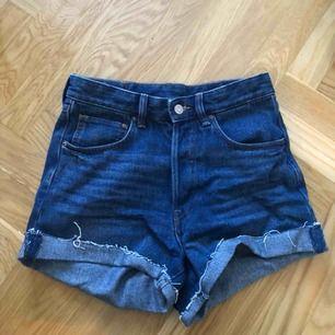 Högmidjade shorts från H&M, använda en gång, fint skick😋 frakt ingår i priset