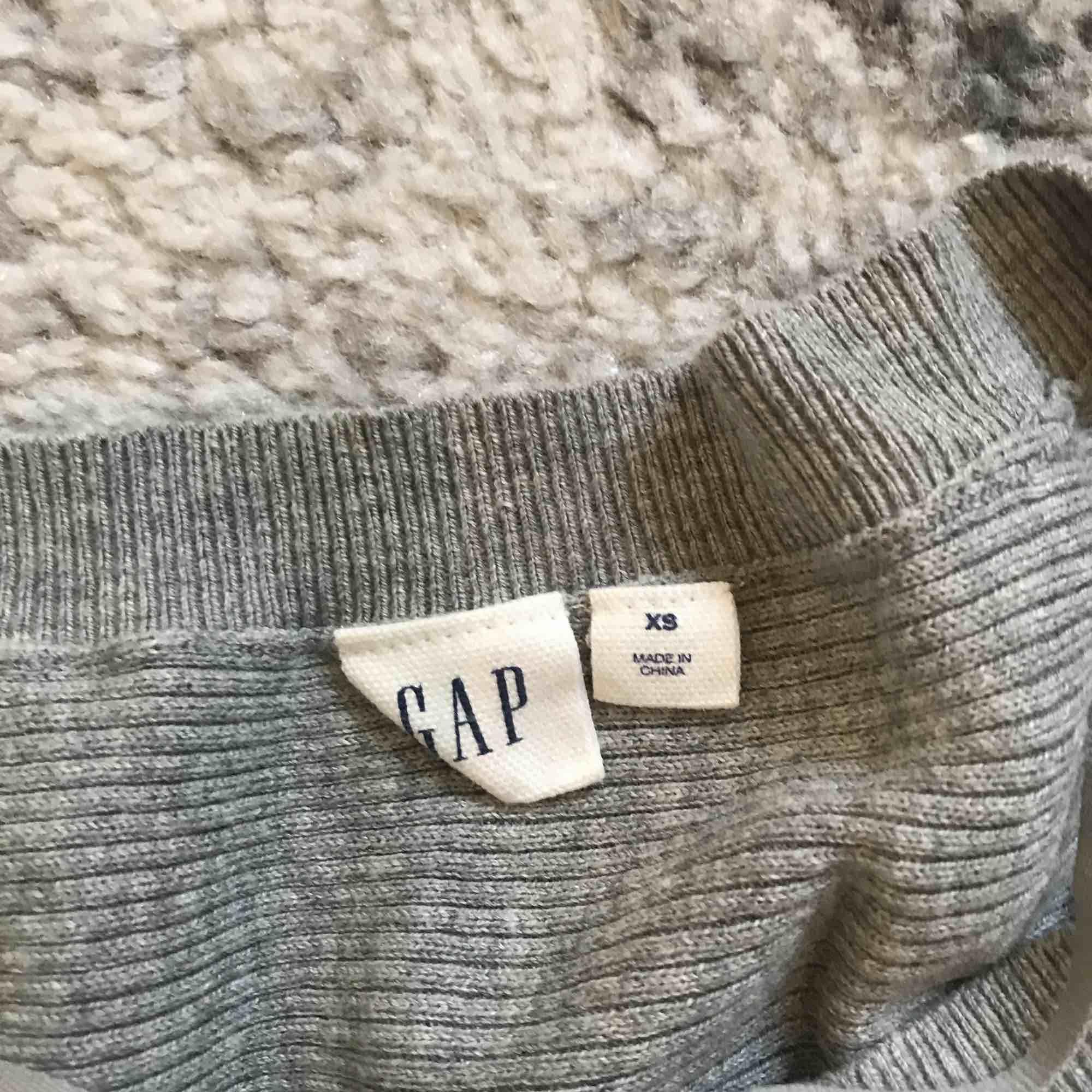 tröja från gap nypris 400kr. Huvtröjor & Träningströjor.