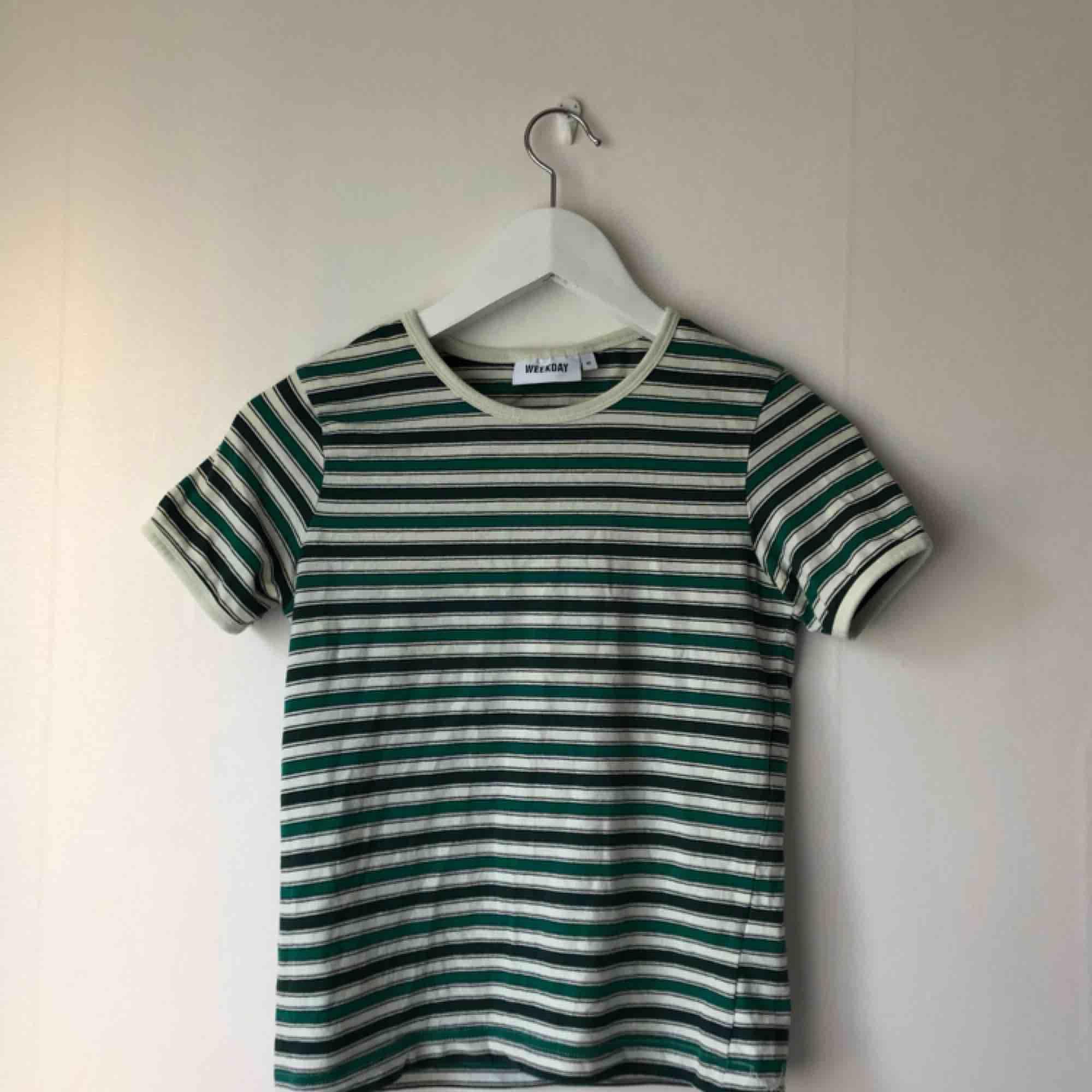 Kvalité: fint skick. Använd några gånger. Original pris: 150kr   Kan mötas mellan Alingsås och Göteborg, annars är det 10 kr extra för leverans:) . T-shirts.