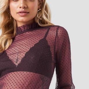 Supersnygg mesh tröja perfekt för fest från NAKD. Nypris 300 kronor endast använd en gång.