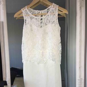En vit klänning, använd en gång.
