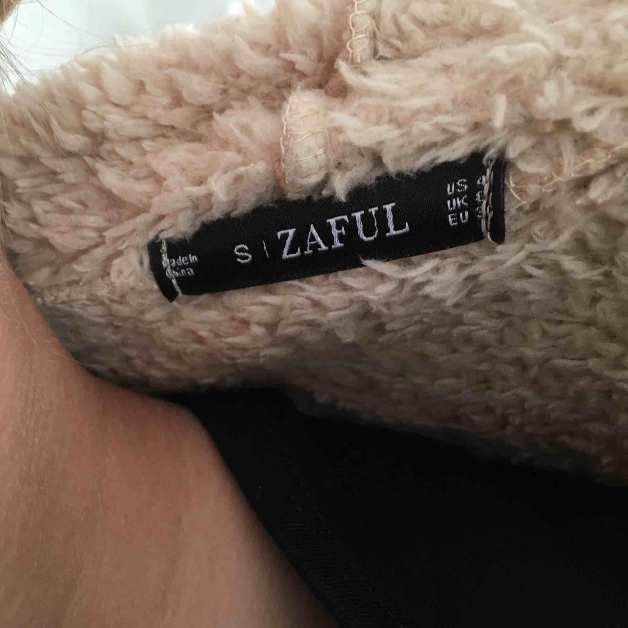 Jääääätte mysig Hoodie från Zaful, använder tyvärr för sällan Kan ses i Göteborg eller frakta mot fraktkostnaden  Pris kan diskuteras  . Huvtröjor & Träningströjor.
