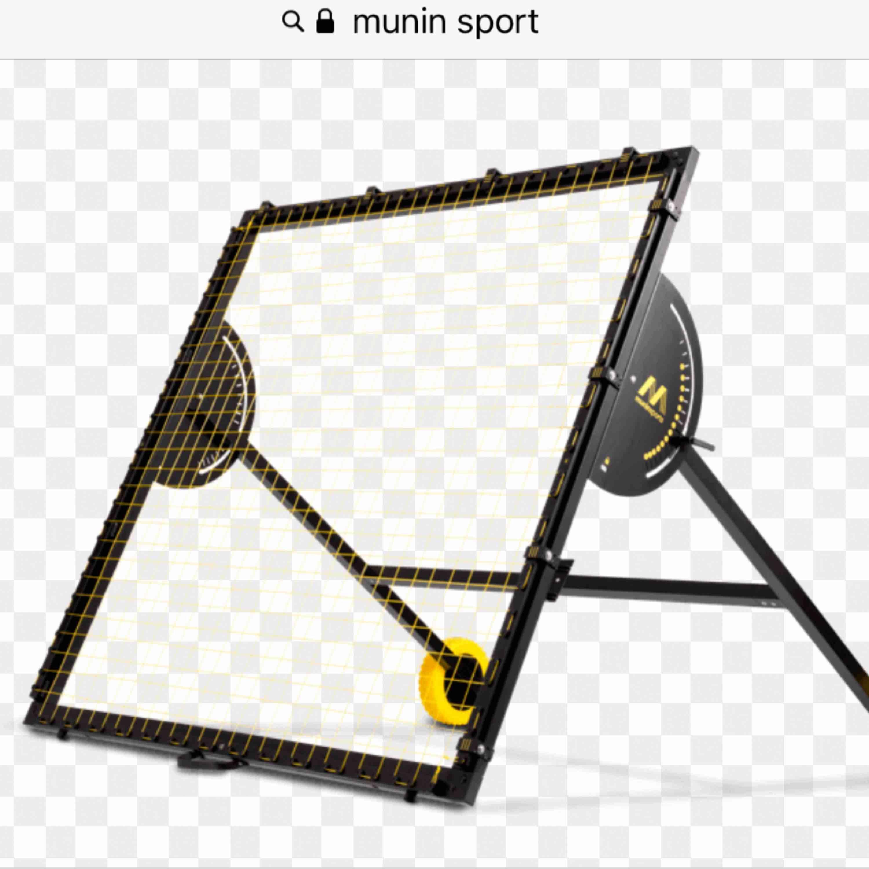 Munin sports fotbolls rebounder, köpt för 4995, använd fåtal gånger bra skick :) Kan skicka egna bilder om du är intresserad!. Övrigt.