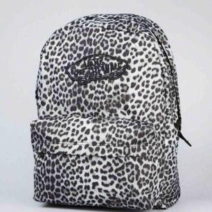 Supersnygg väska från vans. Frakt tillkommer. Originalpris runt 300-400 kr. 🖤
