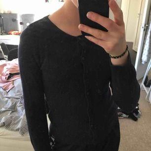 Mysig kofta/tröja som jag inte använder längre Kan fraktar mot fraktkostnad Inga defekter och använt få gånger